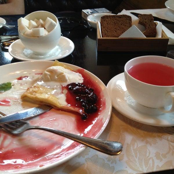 Всем кто гуляет по Крестовой в хорошем настроении просто необходимо попробовать карамелизированные блинчики с ягодным соусом и ягодный чай.