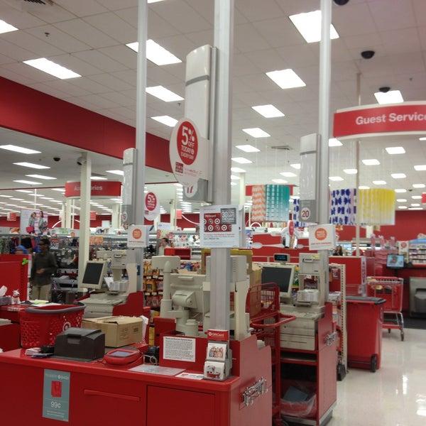 Снимок сделан в Target пользователем Sharyn F. 5/10/2013