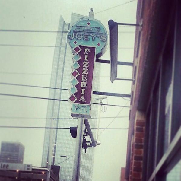 7/16/2013にLeslie S.がJoey's Pizzeriaで撮った写真