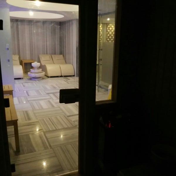 Foto diambil di Çimenoğlu Otel oleh Hakan Y. pada 4/16/2018