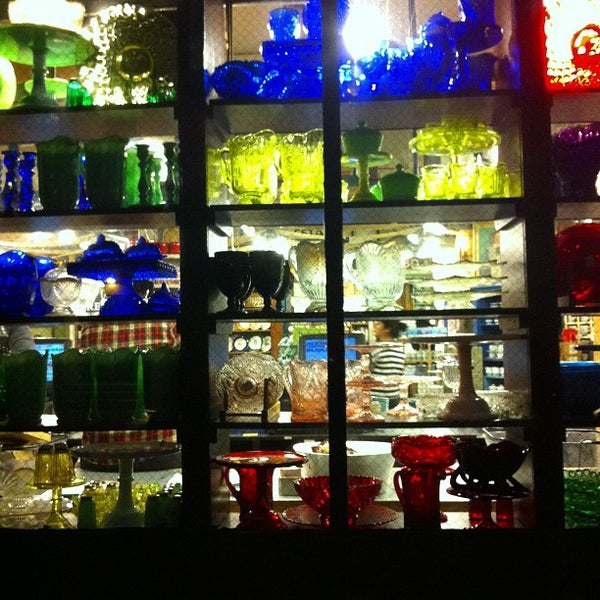 Das Foto wurde bei Fishs Eddy von Mark E S. am 11/4/2012 aufgenommen