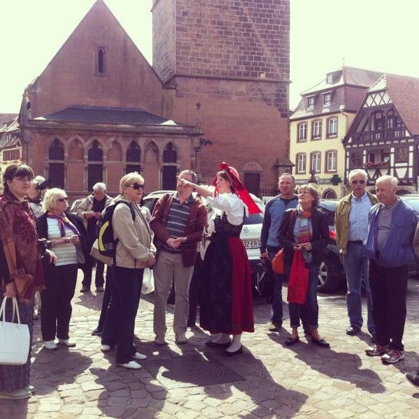 Visite d'Obernai ce matin par une charmante alsacienne pour la chorale Cantabile de Russie qui sera en concert ce soir à Molsheim