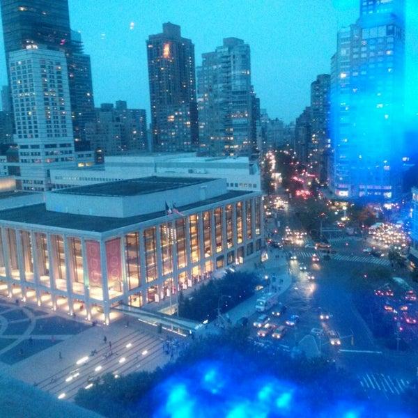 Снимок сделан в The Empire Hotel Rooftop пользователем Nikki C. 9/11/2013