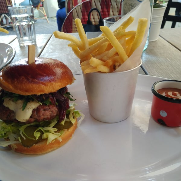 Service is good, but the food does not just the prices they charge. Two unremarkable duck burgers with fries and a bottle of water have cost me USD 45.