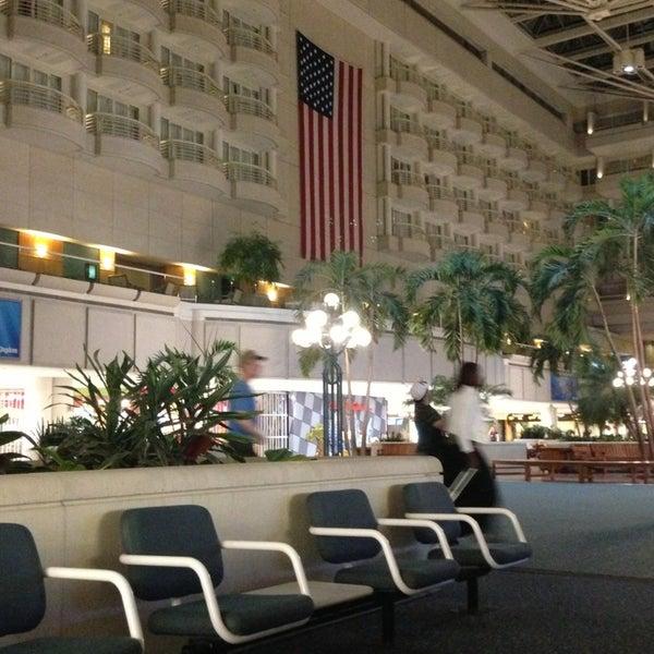 Foto tirada no(a) Aeroporto Internacional de Orlando (MCO) por Janina Mae V. em 6/17/2013