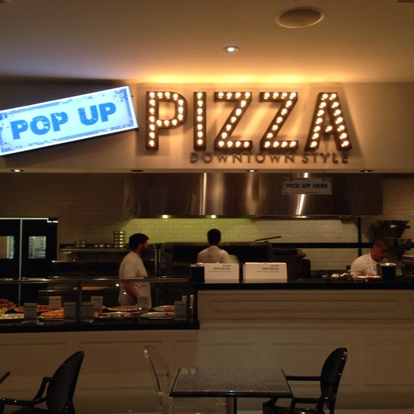 Снимок сделан в Pop Up Pizza пользователем Kevin C. 1/9/2014