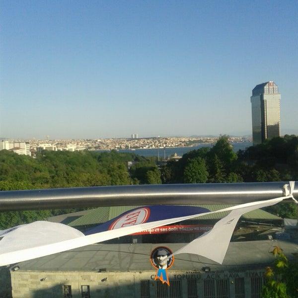รูปภาพถ่ายที่ İstanbul Kongre Merkezi โดย Günay Ö. เมื่อ 5/26/2013