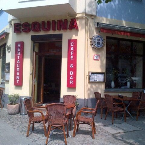 Foto diambil di Cafe Esquina oleh Carlos Alberto H. pada 6/20/2013