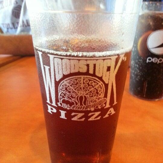 Foto diambil di Woodstock's Pizza oleh ᴡ M. pada 11/5/2012