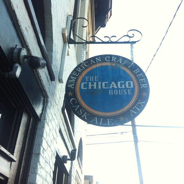 Foto diambil di The Chicago House oleh Carlos A. pada 1/24/2013