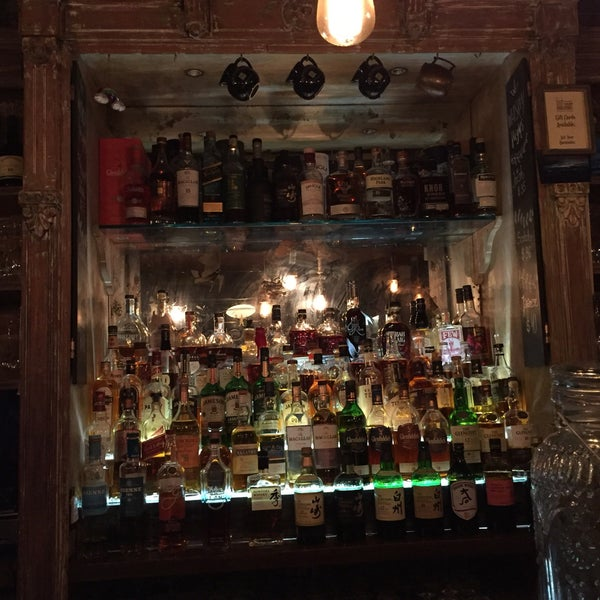 Foto diambil di The Porterhouse at Fraunces Tavern oleh Sarah E. pada 8/22/2018