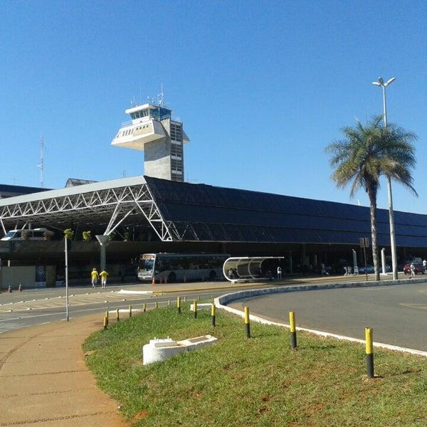 Foto tomada en Aeropuerto Internacional de Brasilia Presidente Juscelino Kubitschek (BSB) por Mariana V. el 6/19/2013