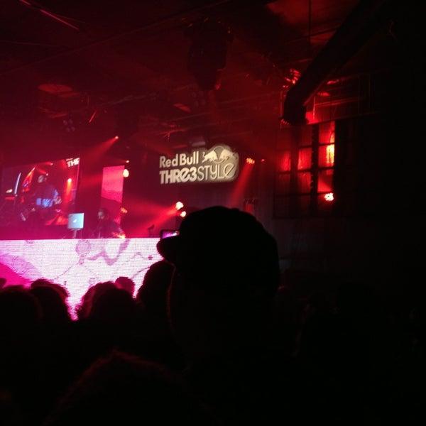 Das Foto wurde bei Foundation Nightclub von Nicole W. am 2/26/2013 aufgenommen