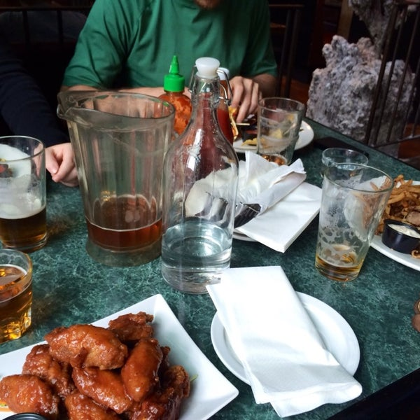 Foto diambil di Subeez Cafe Restaurant Bar oleh Kathy P. pada 7/5/2014
