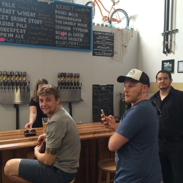 Foto tomada en Beach City Brewery por Daniel A. el 12/6/2014
