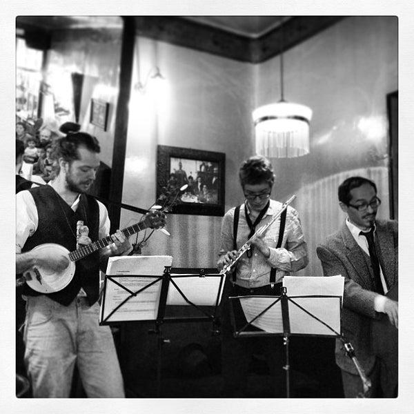 Photo prise au Café de Ruiz par ROBERTO R. le5/26/2013