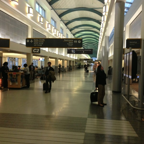 Foto scattata a Louis Armstrong New Orleans International Airport (MSY) da Elisabeth B. il 2/6/2013