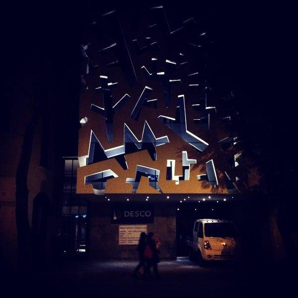 Foto scattata a Paseo Barrio Lastarria da fluoreto il 6/4/2015