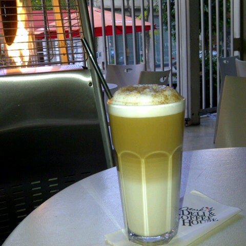 Foto tirada no(a) Mark's Deli & Coffee House por Facundo Pio A. em 5/30/2013