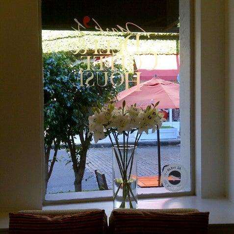 Снимок сделан в Mark's Deli & Coffee House пользователем Facundo Pio A. 5/22/2013