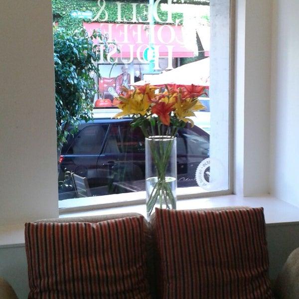 Foto tirada no(a) Mark's Deli & Coffee House por Facundo Pio A. em 6/6/2013