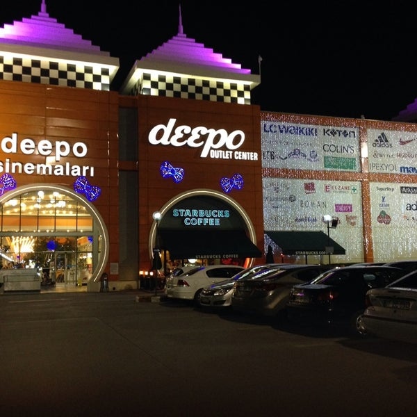 Foto tirada no(a) Deepo Outlet Center por Константин Н. em 12/30/2013