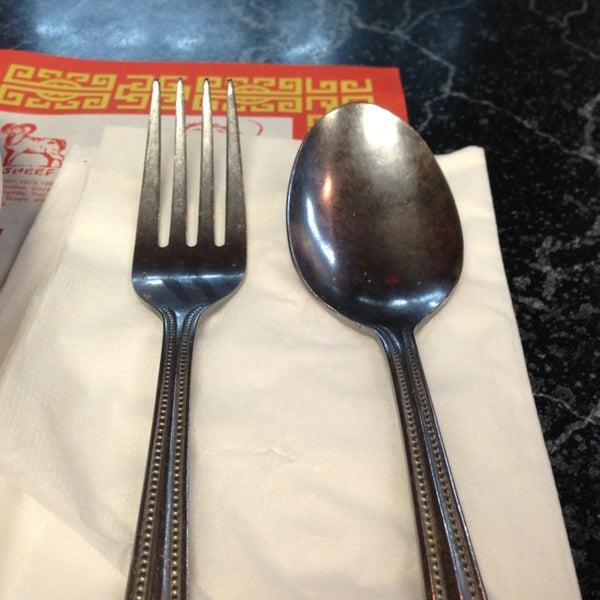 5/24/2013 tarihinde Juan Jose S.ziyaretçi tarafından Chifa Du Kang Chinese Peruvian Restaurant'de çekilen fotoğraf