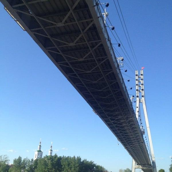 пешеходный мост превратят в корабль тюмень фото судя трогательным видео