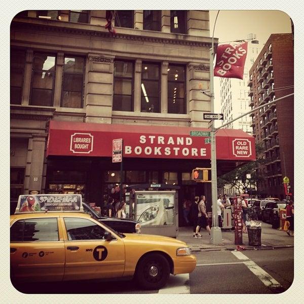 Das Foto wurde bei Strand Bookstore von Raymond E. am 6/23/2013 aufgenommen