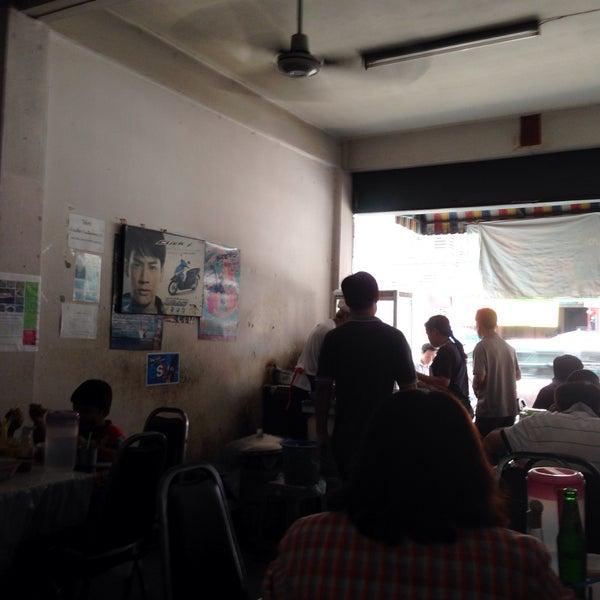 Foto tomada en ร้านก๋วยเตี๋ยวลุงเหลา por Beer P. el 5/10/2015