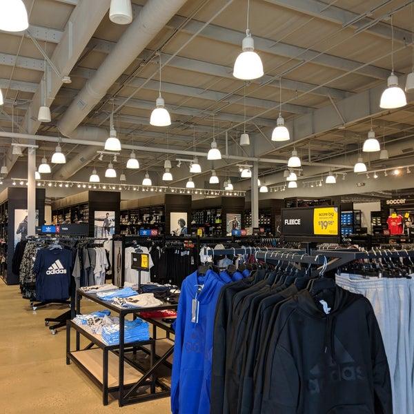 precios de remate fábrica auténtica atractivo y duradero adidas Factory Outlet - 35016 Midway Outlet Dr