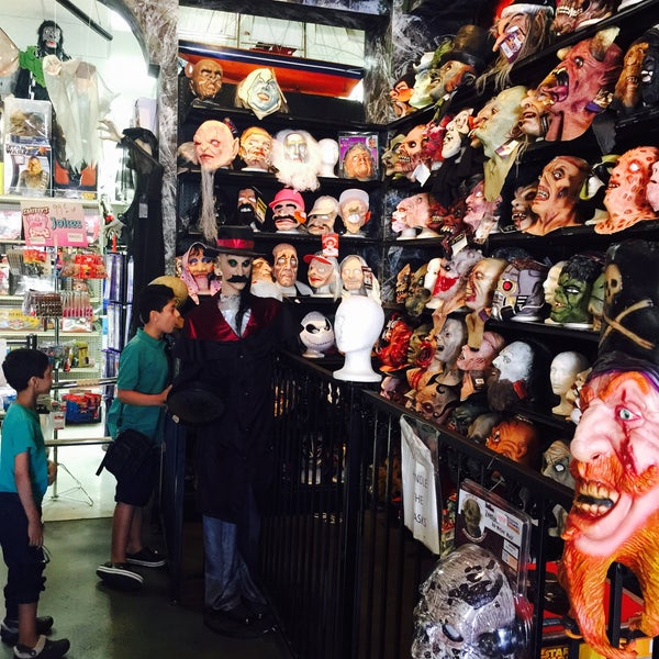 8/7/2015에 Hassan A.님이 Hollywood Toys & Costumes에서 찍은 사진