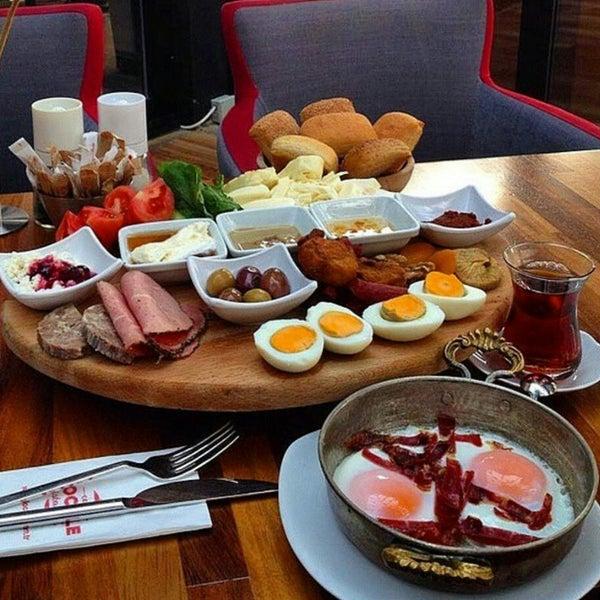 Photo prise au Cafe Locale İstanbul par Elif le1/23/2015