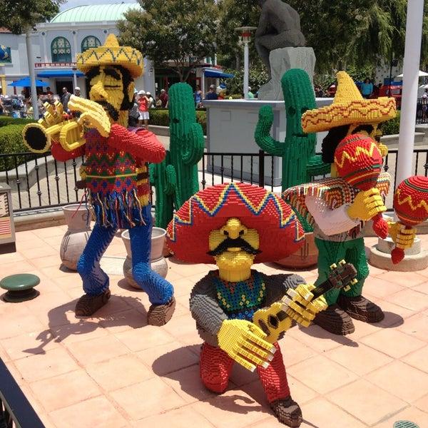 Foto tirada no(a) Legoland California por Skyler T. em 7/8/2013