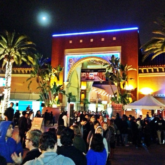 Снимок сделан в Irvine Spectrum Center пользователем Jon W. 11/23/2012