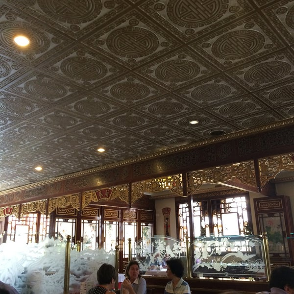 Снимок сделан в Golden Plaza Chinese Restaurant пользователем Patricia P. 3/3/2015