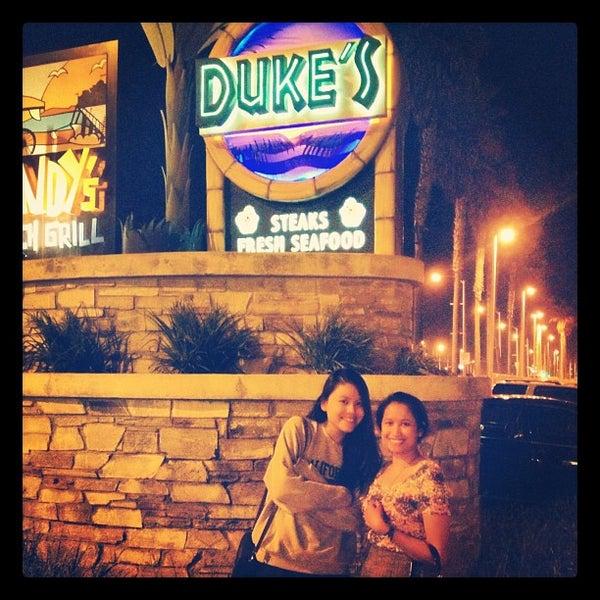 Foto tomada en Duke's por Atika M. el 11/4/2012