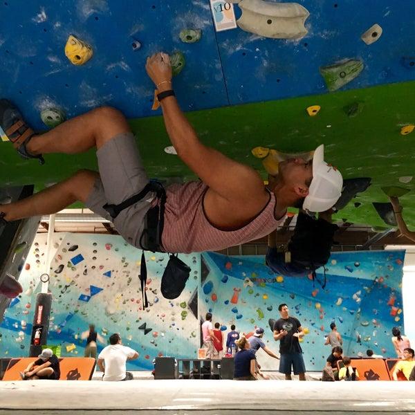 Foto tomada en Sender One Climbing, Yoga and Fitness por Marc V. el 7/13/2016