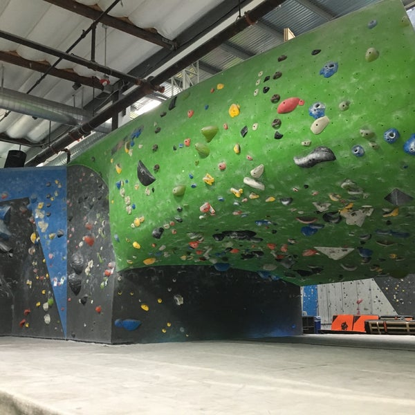 Foto tomada en Sender One Climbing, Yoga and Fitness por Marc V. el 9/26/2016