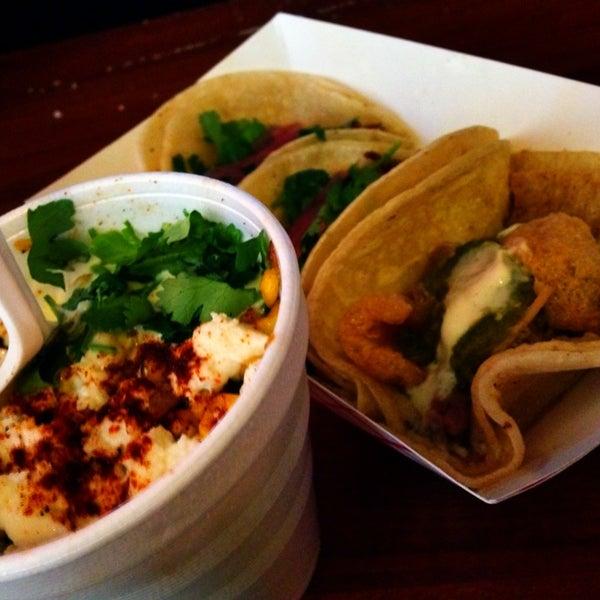 6/11/2014에 M G.님이 Taco Nuts에서 찍은 사진