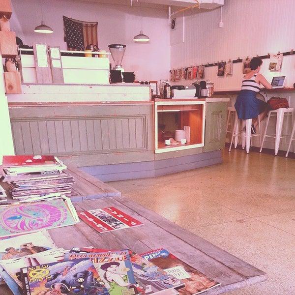 9/2/2013 tarihinde Francis S.ziyaretçi tarafından Analog Coffee'de çekilen fotoğraf