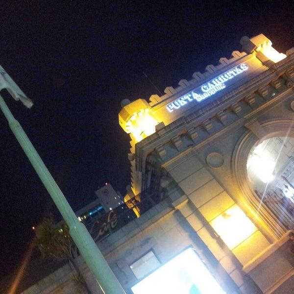Foto scattata a Punta Carretas Shopping da Alejandro A. il 5/13/2013