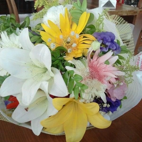 6/15/2013 tarihinde Tuğçe T.ziyaretçi tarafından Flz Cafe & Restaurant'de çekilen fotoğraf