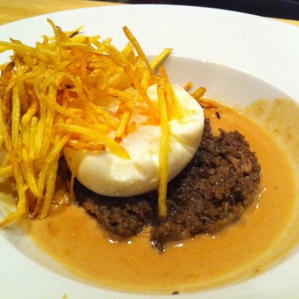 Cocina francesa y mediterranea en general de calidad, huevo poche y tartar de salmon muy buenos