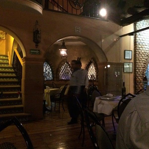 Foto scattata a Restaurante & Bar La Strega da Valerie J. il 7/26/2014