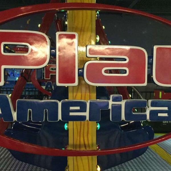 Foto tirada no(a) iPlay America por ⚜️RockdeLis.com⚜️ ~. em 5/12/2016