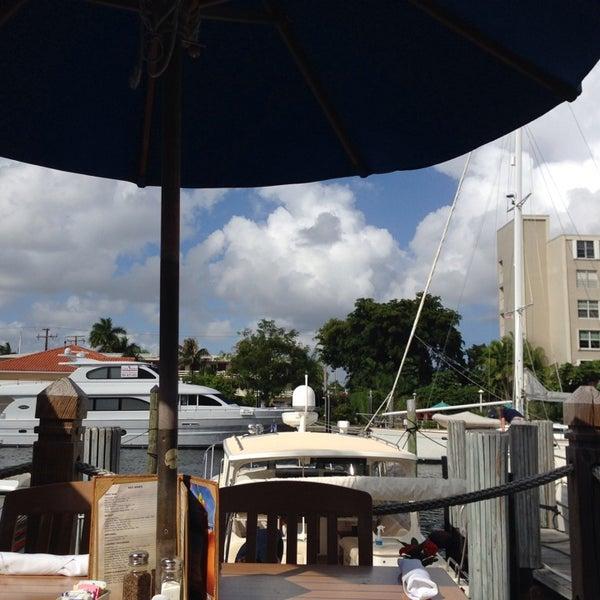 Photo prise au Bimini Boatyard Bar & Grill par Dana D. le10/31/2013