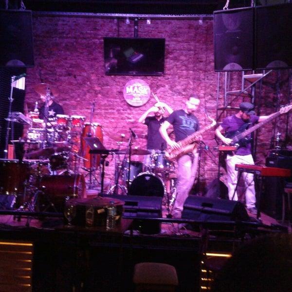 Foto diambil di Mask Live Music Club oleh Alican B. pada 5/20/2013