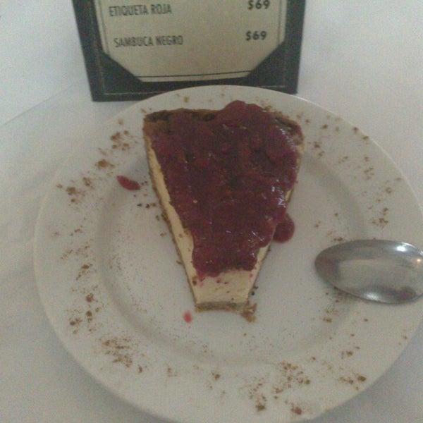 รูปภาพถ่ายที่ Restaurante Don Toribio โดย Joel L. เมื่อ 6/16/2013