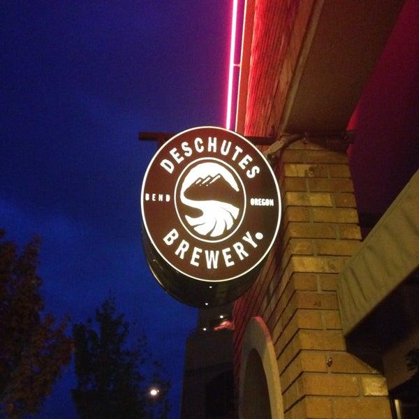 Снимок сделан в Deschutes Brewery Bend Public House пользователем David C. 5/23/2015